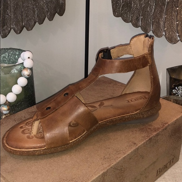 081012800444 Born Shoes - NWOT- Brand New Born Timina Sandal
